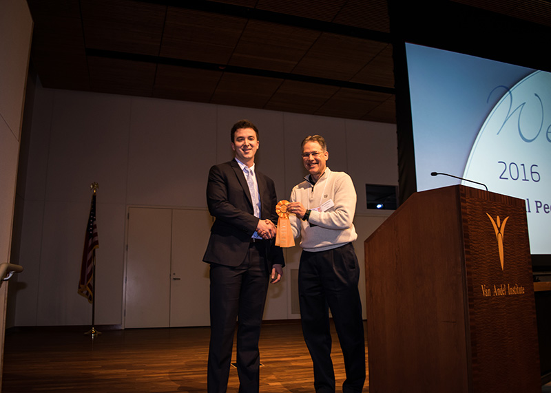Scott Mauch accepts his award from Brian Schutte, PhD